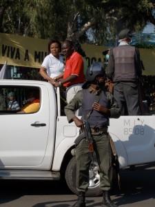 Maputo - Escorte anti-émeute